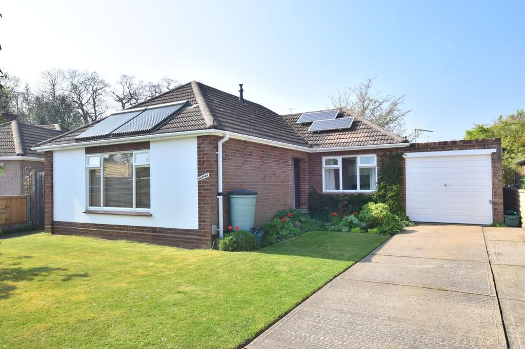 2 Bedrooms Detached Bungalow for sale in Gilwell Park Close, Prettygate, Colchester