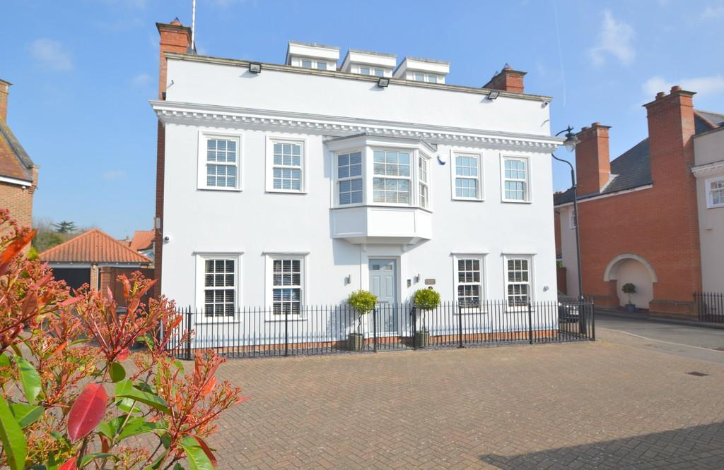5 Bedrooms Detached House for sale in Winckford Close, Little Waltham, Chelmsford
