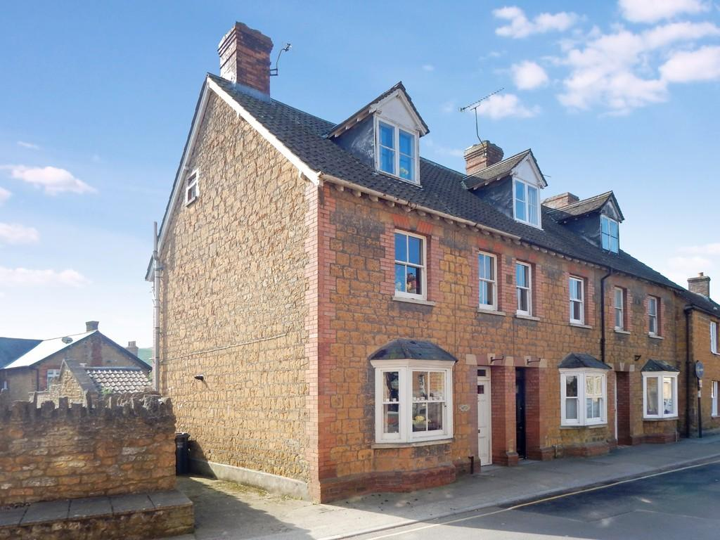 3 Bedrooms End Of Terrace House for sale in Woodcock Street, Castle Cary