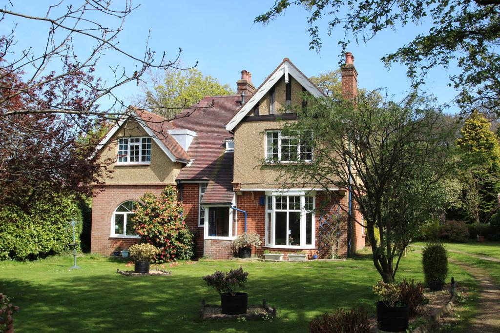 4 Bedrooms Detached House for sale in Park Road, Wootton Bridge