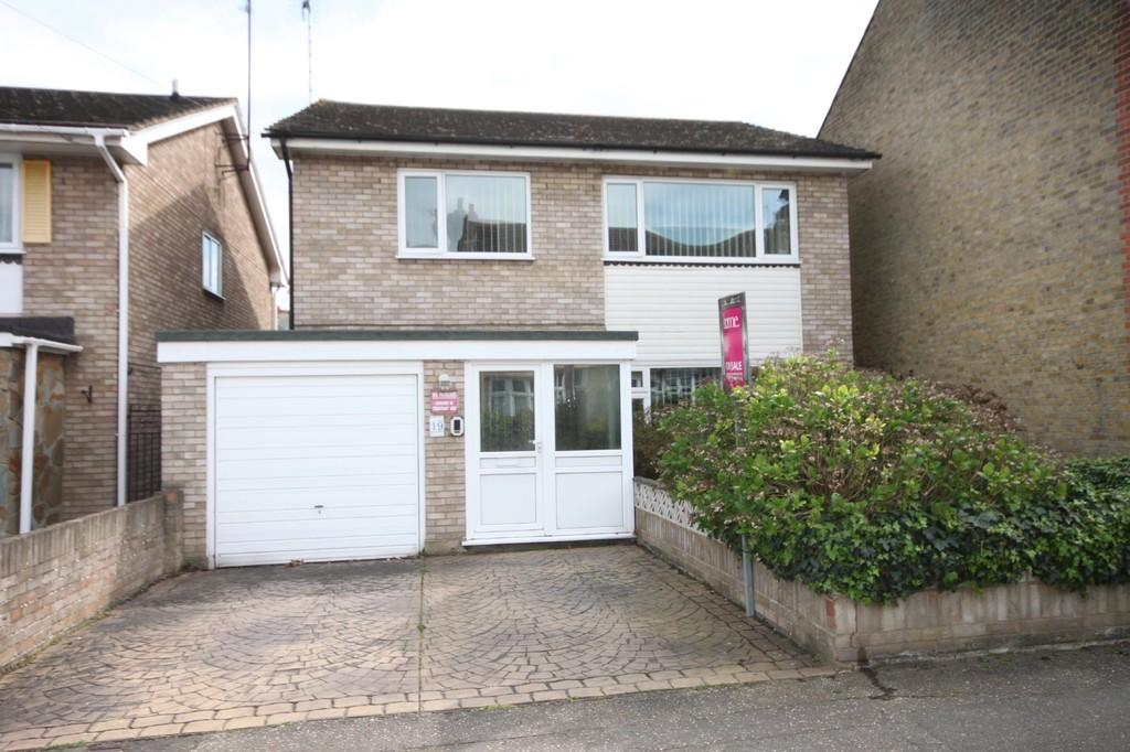 4 Bedrooms Detached House for sale in St. Georges Park Avenue, Westcliff-on-Sea