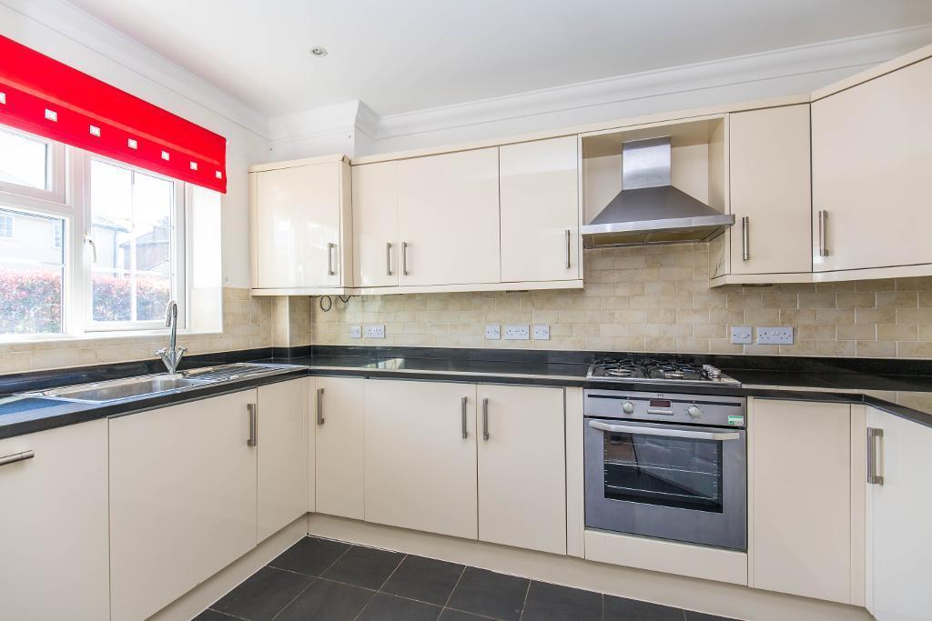 3 Bedrooms Semi Detached House for sale in Hawthorn Close, Warlingham, Surrey, CR6 9AZ