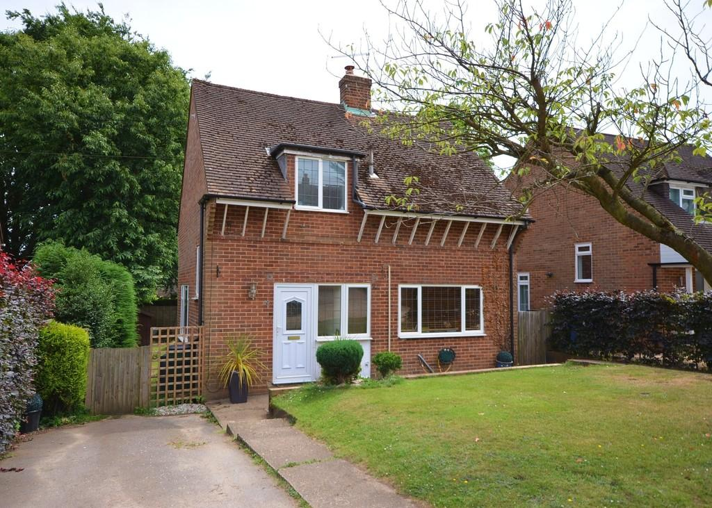 3 Bedrooms Detached House for sale in The Crescent, Farnham
