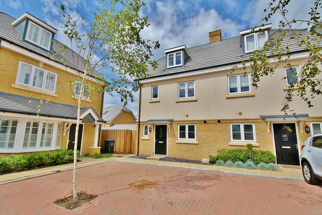 4 Bedrooms Semi Detached House for sale in Knaphill, Woking