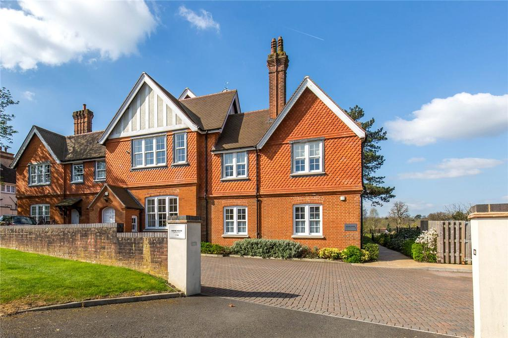 2 Bedrooms Apartment Flat for sale in East Hill Road, Oxted, Surrey, RH8