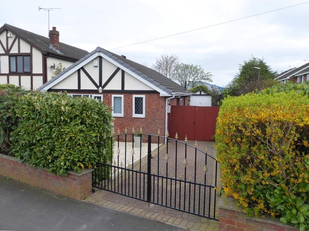 2 Bedrooms Detached Bungalow for sale in New Park View, Farsley