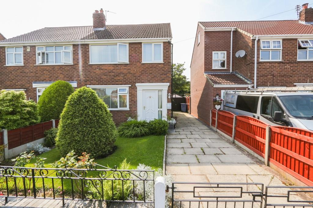 3 Bedrooms Semi Detached House for sale in 11 Langford Drive, Irlam