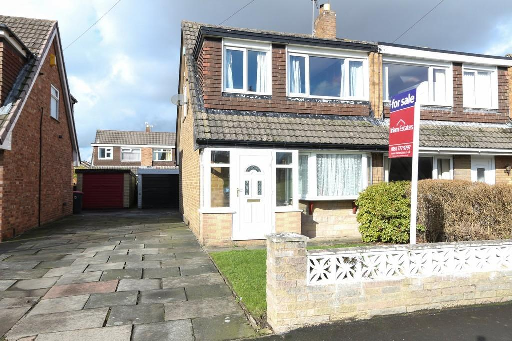 3 Bedrooms Semi Detached House for sale in 17 Riverside Ave, Irlam