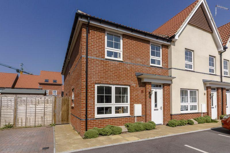3 Bedrooms Terraced House for sale in Puttick Drive, Worthing