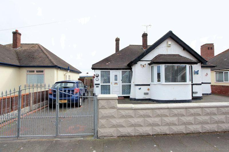 3 Bedrooms Detached Bungalow for sale in Burns Drive, Rhyl