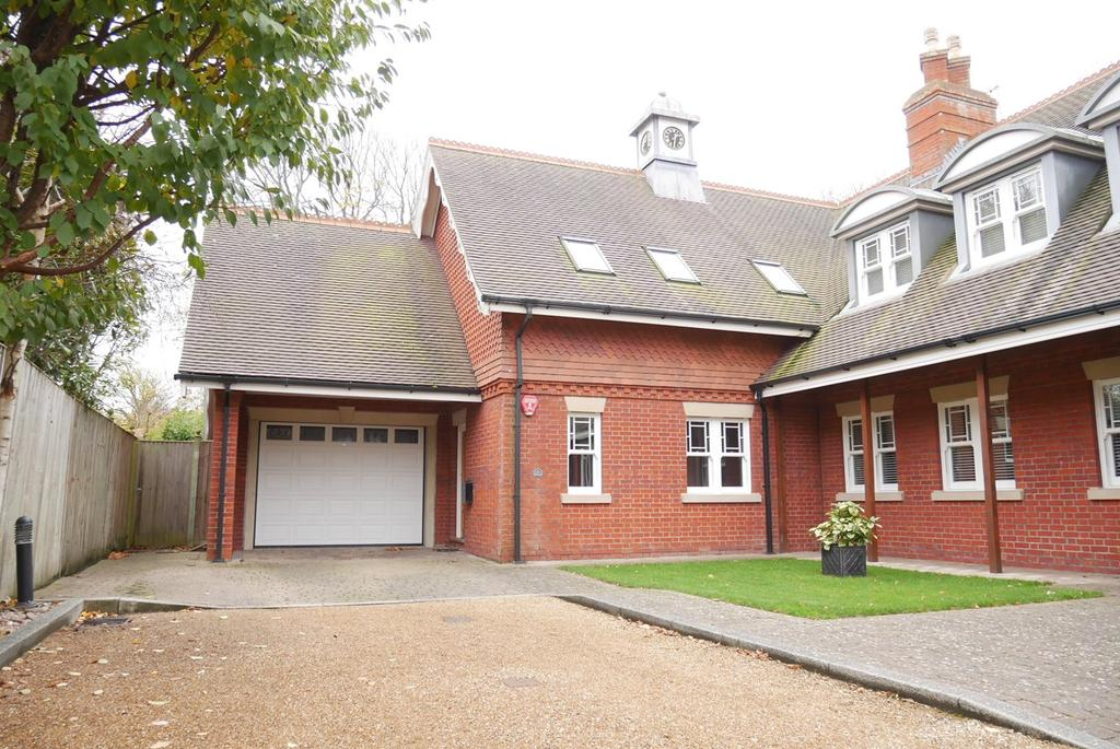 4 Bedrooms Semi Detached House for sale in Gaudick Place, Meads, Eastbourne, BN20