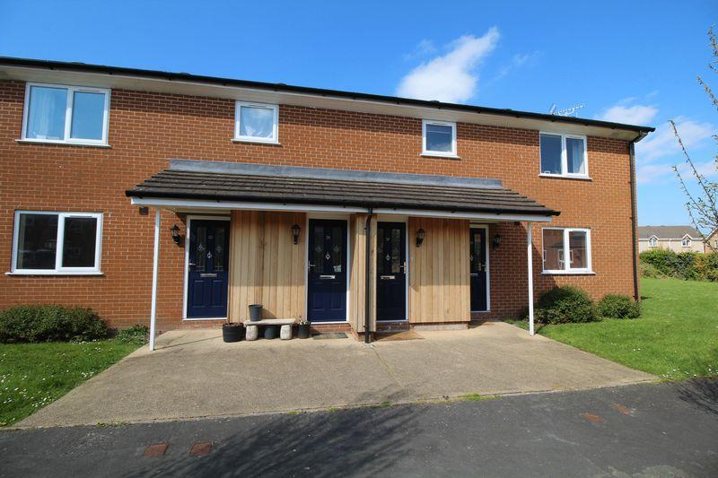 2 Bedrooms Apartment Flat for sale in Brookfield Close, Weston Rhyn