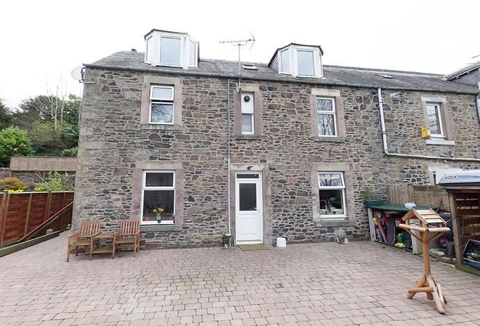4 Bedrooms Semi Detached House for sale in 56 Buccleuch Road, Selkirk, TD7 5DN