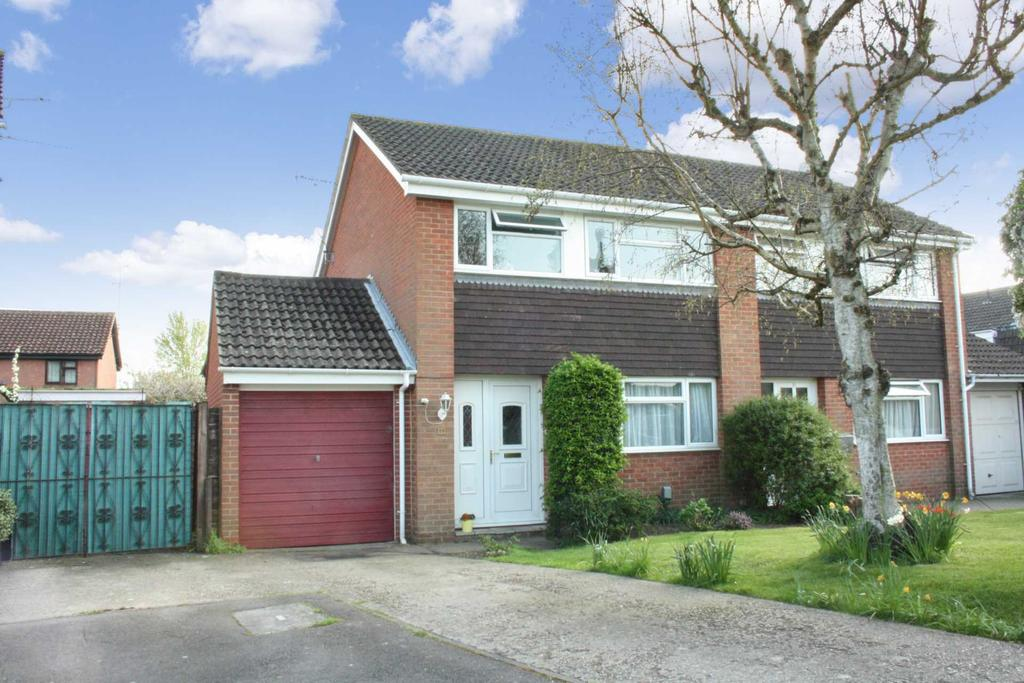 3 Bedrooms Semi Detached House for sale in Richborough Close, Earley