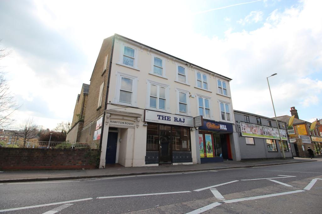 2 Bedrooms Apartment Flat for sale in Hampton House, Ware Road, Hertford SG13