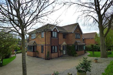 5 bedroom detached house for sale - 7 Thornleys, Cherry Burton, Beverley, East Yorkshire, HU17 7SJ