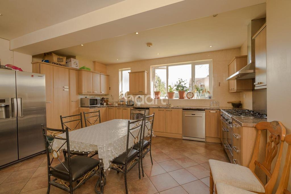 4 Bedrooms Detached House for sale in Scarle Road, Wembley Central