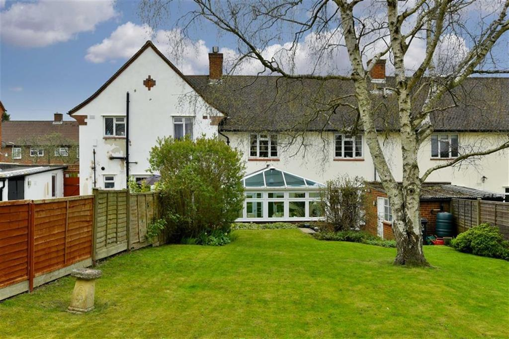 3 Bedrooms Terraced House for sale in Upland Way, Epsom, Surrey