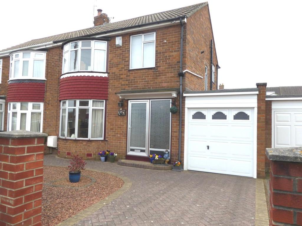 3 Bedrooms Semi Detached House for sale in 4, Clifton Close, Wansbeck Estate, Stakeford