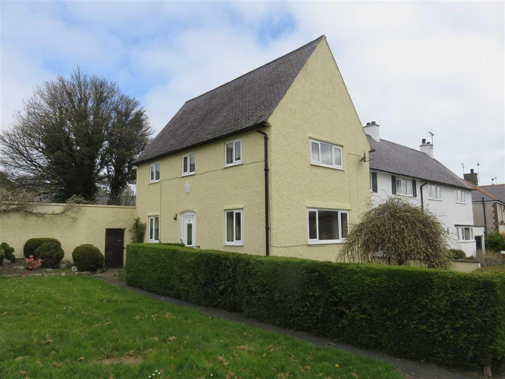 3 Bedrooms End Of Terrace House for sale in Maes Hyfryd, Beaumaris, Anglesey