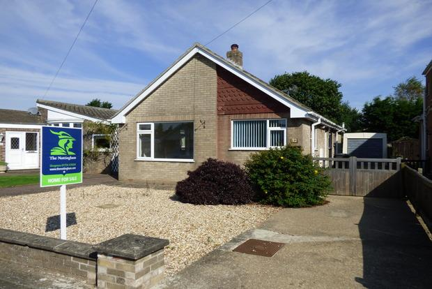 3 Bedrooms Bungalow for sale in Montgomery Road, Skegness, PE25