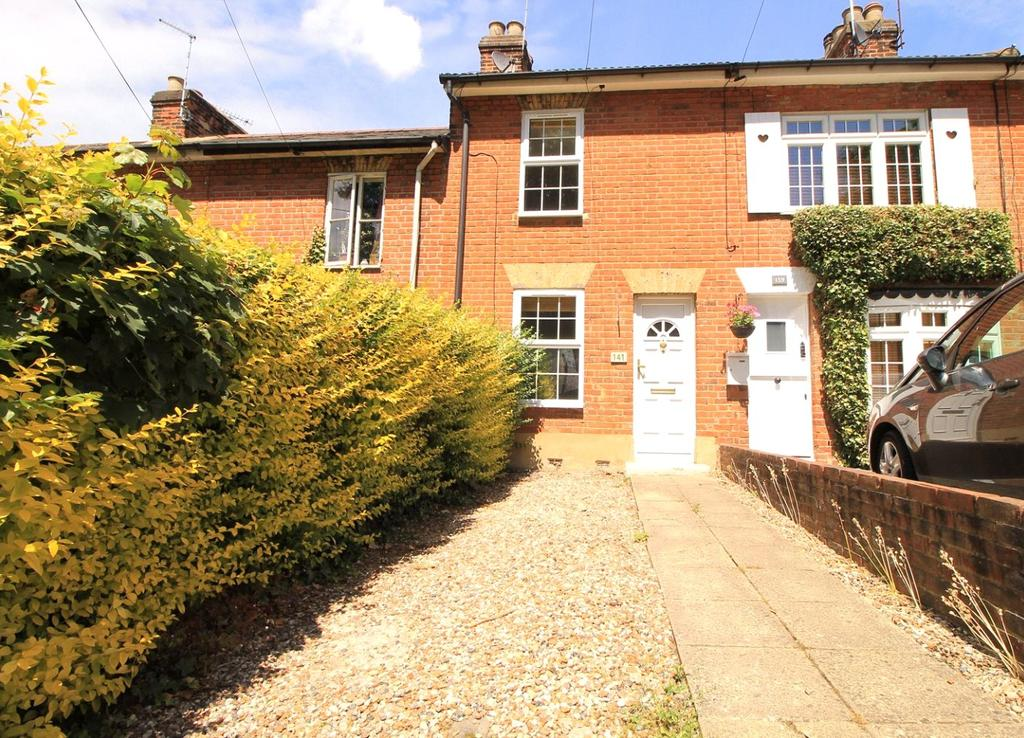 2 Bedrooms Terraced House for sale in Crescent Road, Warley, Brentwood, Essex, CM14