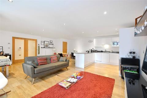 3 bedroom maisonette to rent - Dowells Street, London