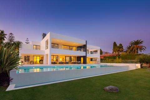 6 bedroom detached house - Nueva Andalucia, Andalucia, Spain