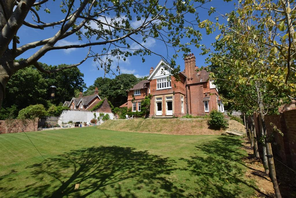 6 Bedrooms Detached House for sale in St Helens Wood Road, Hastings