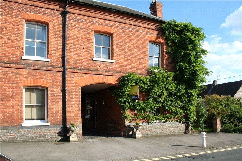 4 Bedrooms Link Detached House for sale in Watlington Court, Couching Street, Watlington, Oxfordshire, OX49
