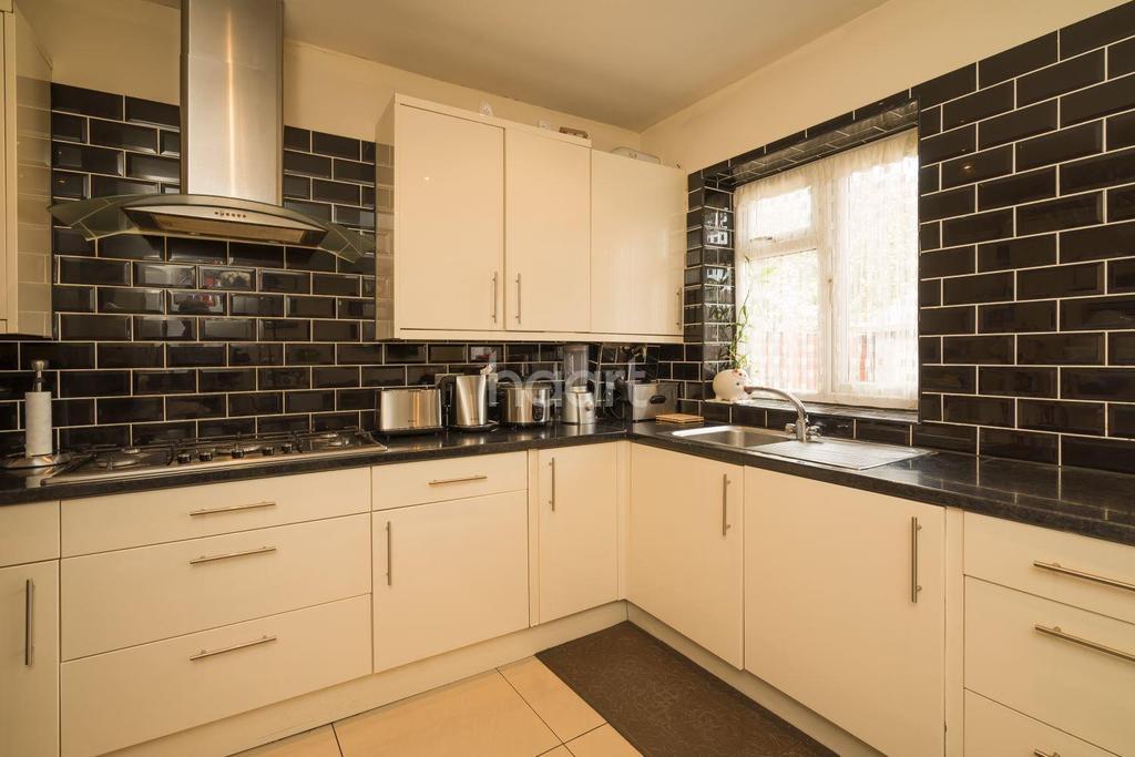 4 Bedrooms Semi Detached House for sale in Kenton Lane, Harrow, HA3