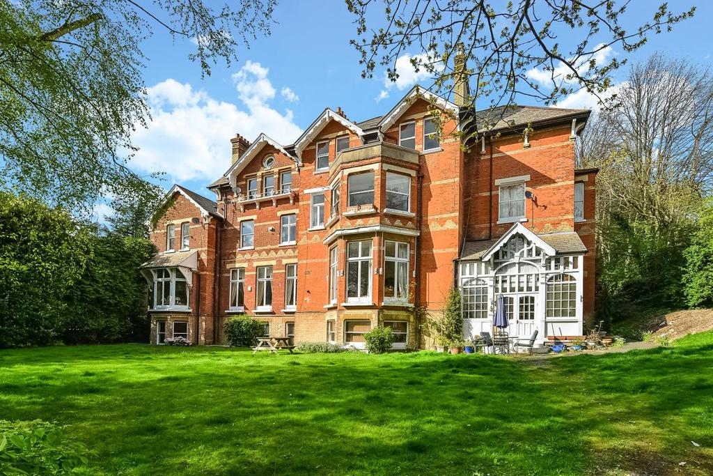 3 Bedrooms Flat for sale in Yester Road, Chislehurst