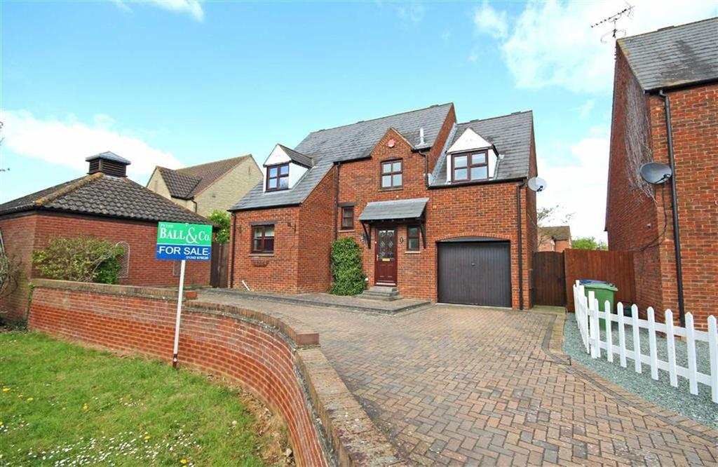 4 Bedrooms Detached House for sale in Farriers Reach, Bishops Cleeve, Cheltenham, GL52