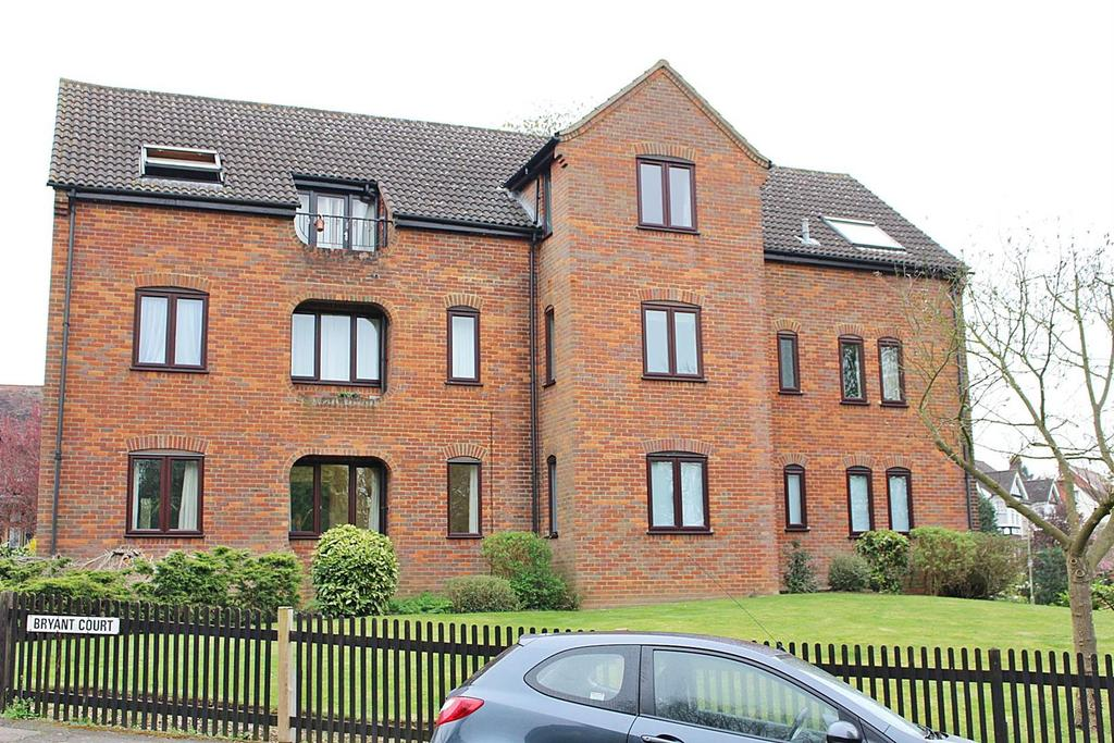 2 Bedrooms Flat for sale in Hollybush Lane, Harpenden