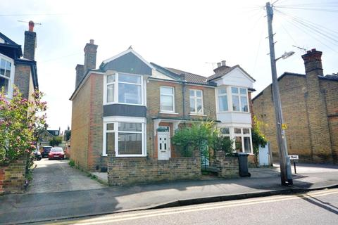 3 bedroom semi-detached house to rent - Mildmay Road, Chelmsford, Essex, CM2