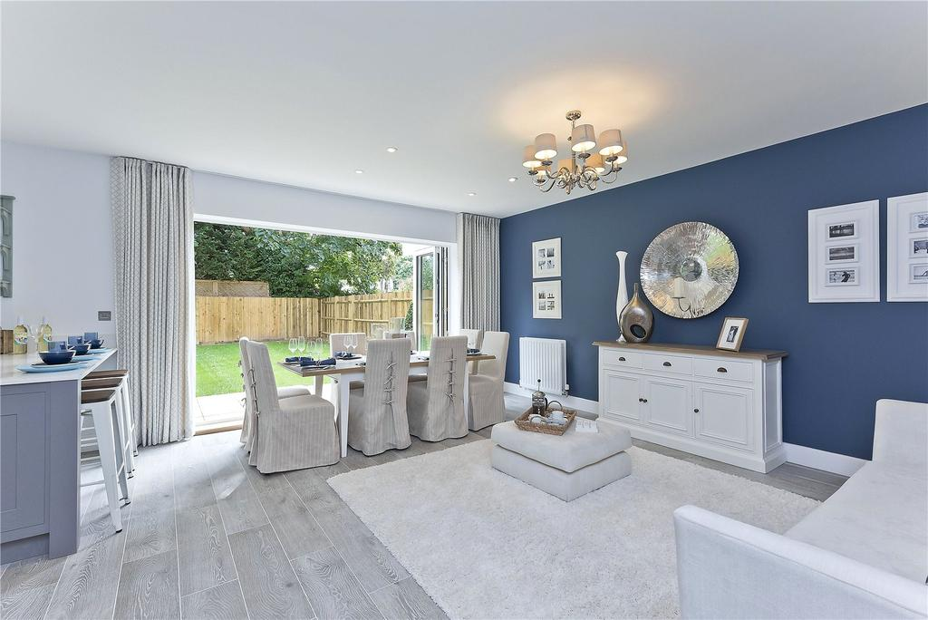 4 Bedrooms Semi Detached House for sale in Roper Crescent, The Avenue, TW16