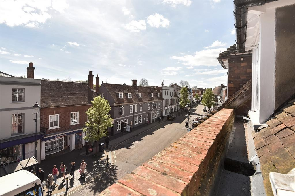 2 Bedrooms Flat for sale in Alton, Hampshire
