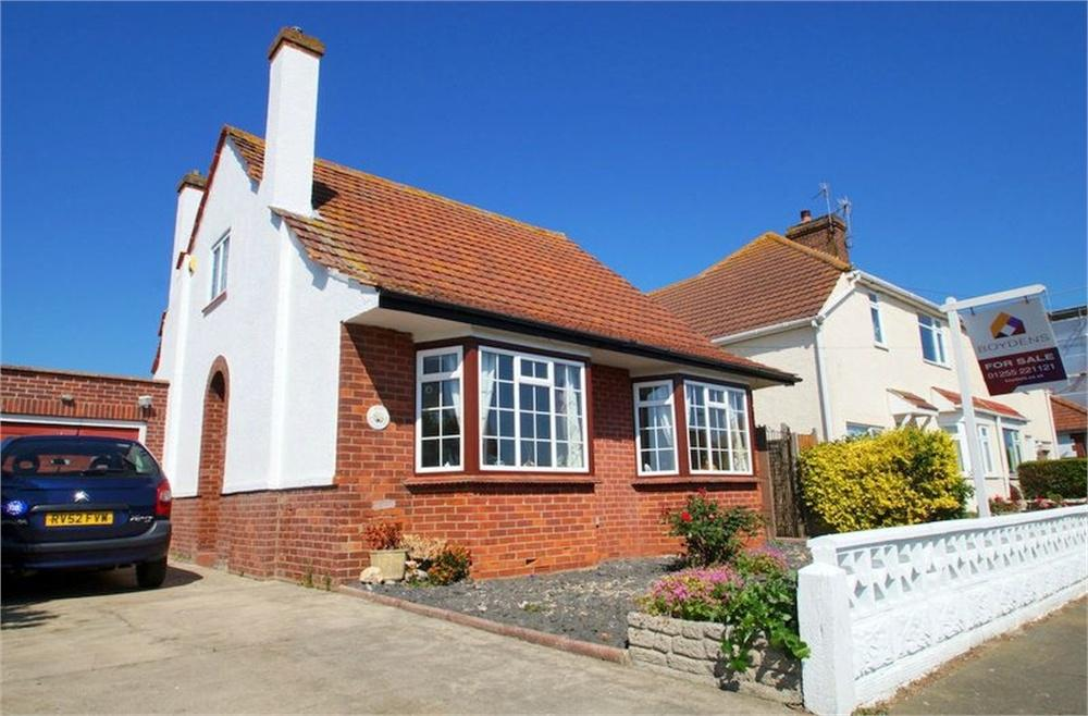 2 Bedrooms Detached Bungalow for sale in Lyndhurst Road, Holland-on-Sea, CLACTON-ON-SEA, Essex