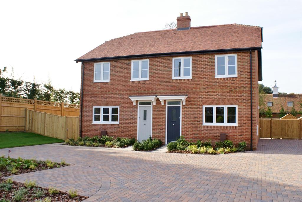 3 Bedrooms Semi Detached House for sale in Burndell Road, Yapton, Arundel