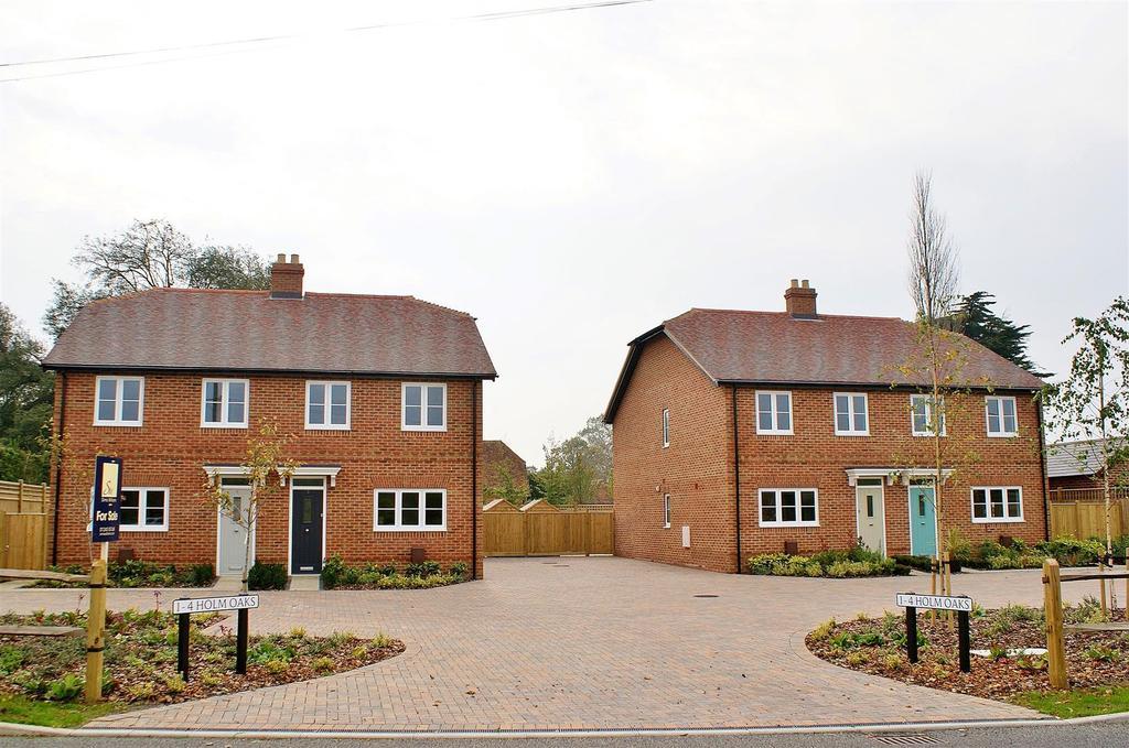 3 Bedrooms Semi Detached House for sale in Burndell Road, Yapton, Arundel