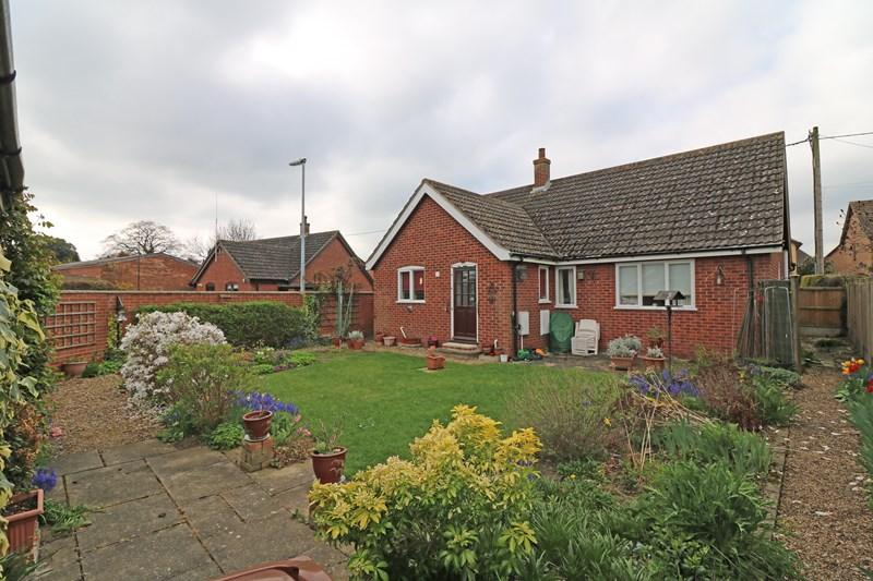 3 Bedrooms Detached Bungalow for sale in Barnham Broom Road, Wymondham