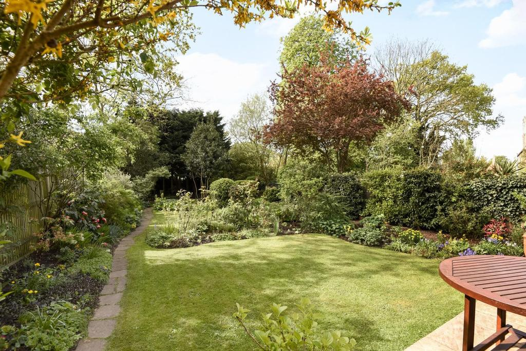 3 Bedrooms Flat for sale in Walm Lane, Mapesbury, NW2
