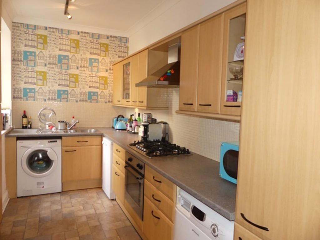 3 Bedrooms Flat for sale in Lyndhurst Road Hove East Sussex BN3