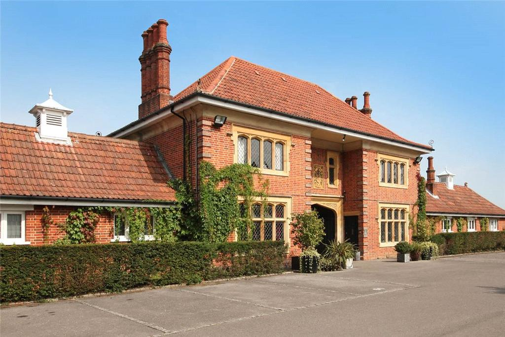 3 Bedrooms Flat for sale in Windsor Forest Court, Mill Ride, Ascot, Berkshire, SL5