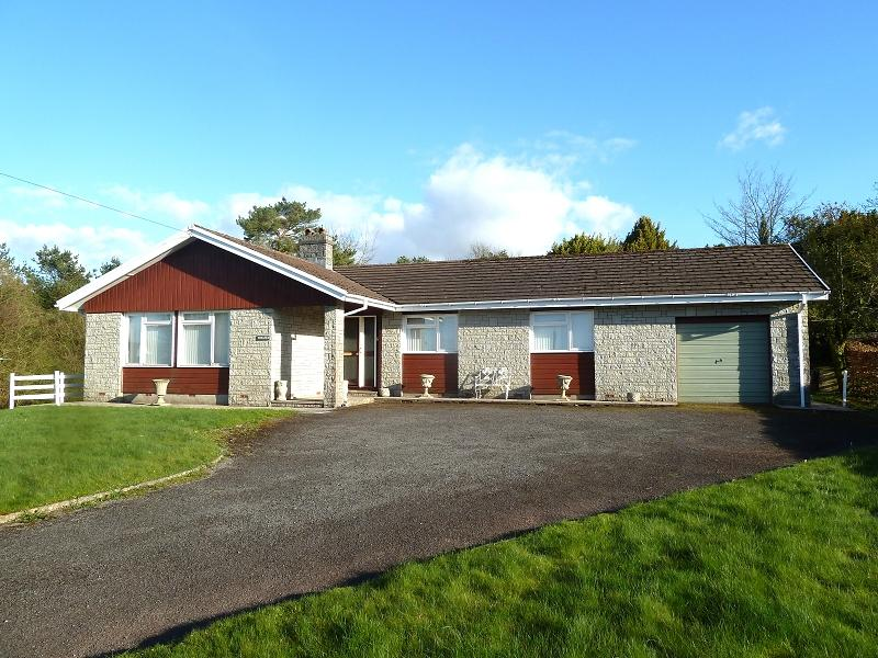 3 Bedrooms Bungalow for sale in Crai, Brecon, Powys.