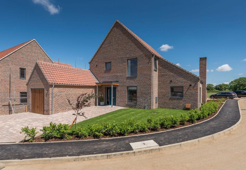 4 Bedrooms Detached House for sale in Stoke Holy Cross, Norwich, Norfolk