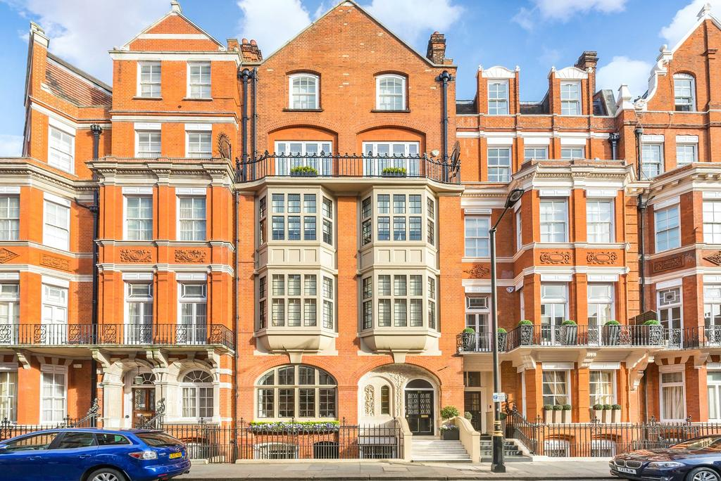 3 Bedrooms Flat for sale in Green Street, Mayfair, London