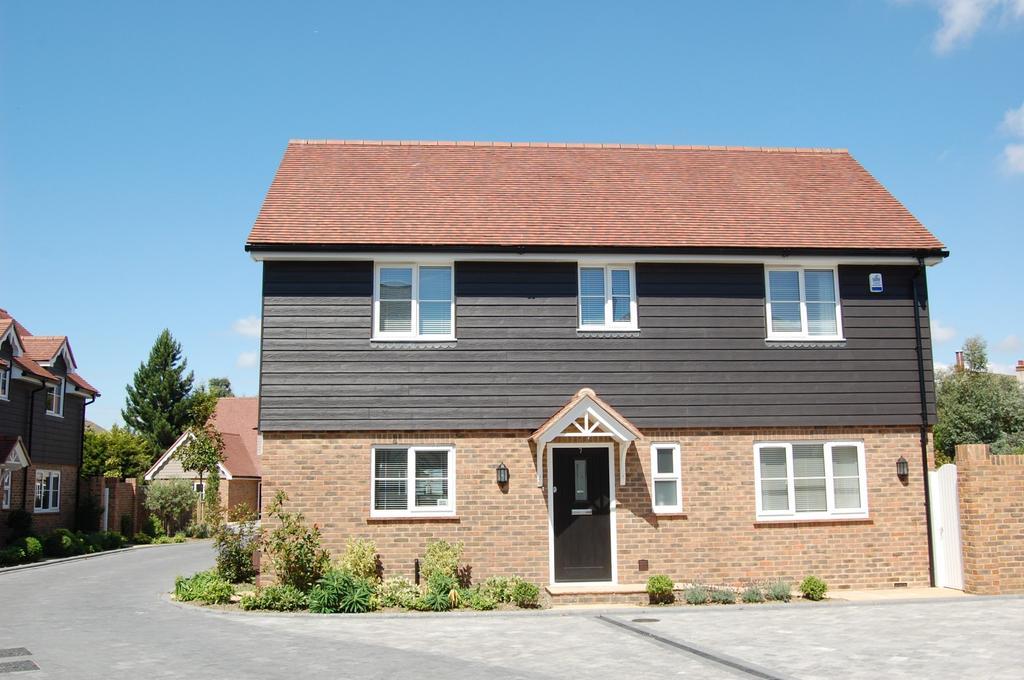 3 Bedrooms Detached House for sale in Victoria Drive, West Bognor Regis, PO21