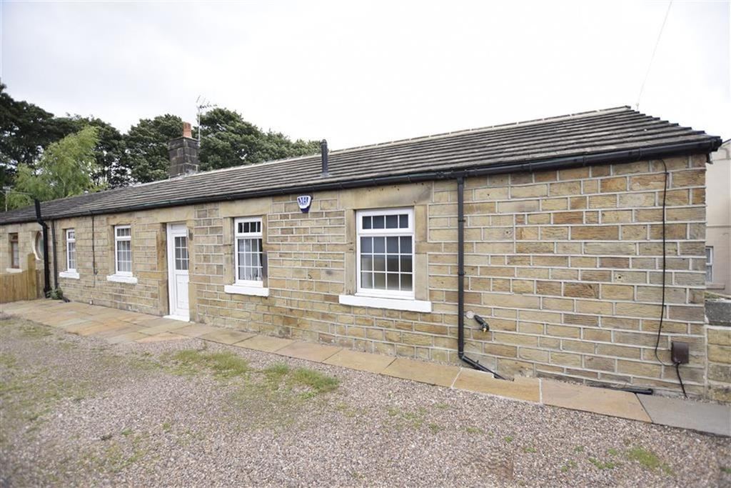 2 Bedrooms Semi Detached Bungalow for sale in Halifax Road, Batley, Batley, WF17