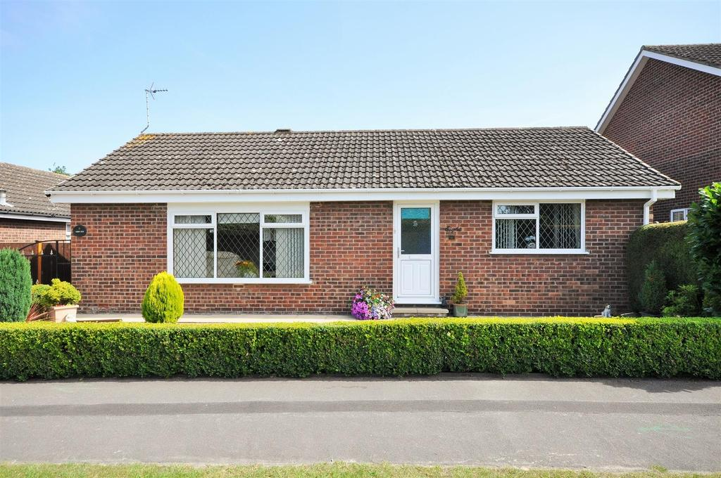 2 Bedrooms Detached Bungalow for sale in Flaxman Croft, Copmanthorpe, York